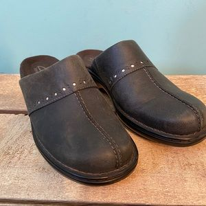 Clarks bendable leather clogs